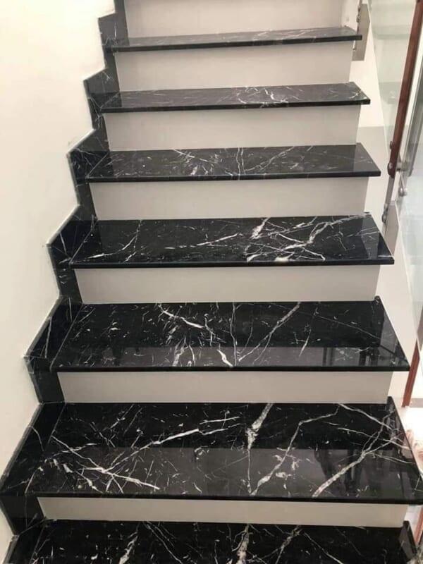 Đá đen tia chớp ốp cầu thang 1