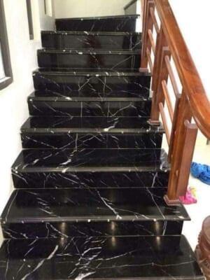 Đá đen tia chớp ốp cầu thang 3