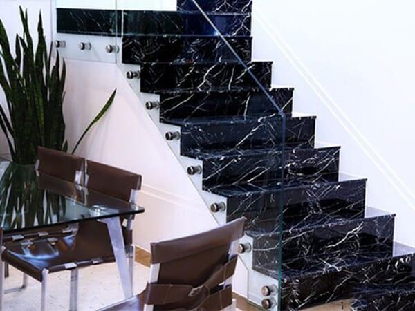 Đá đen tia chớp ốp cầu thang 4