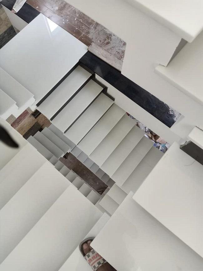 đá trắng yên bái ốp cầu thang 4