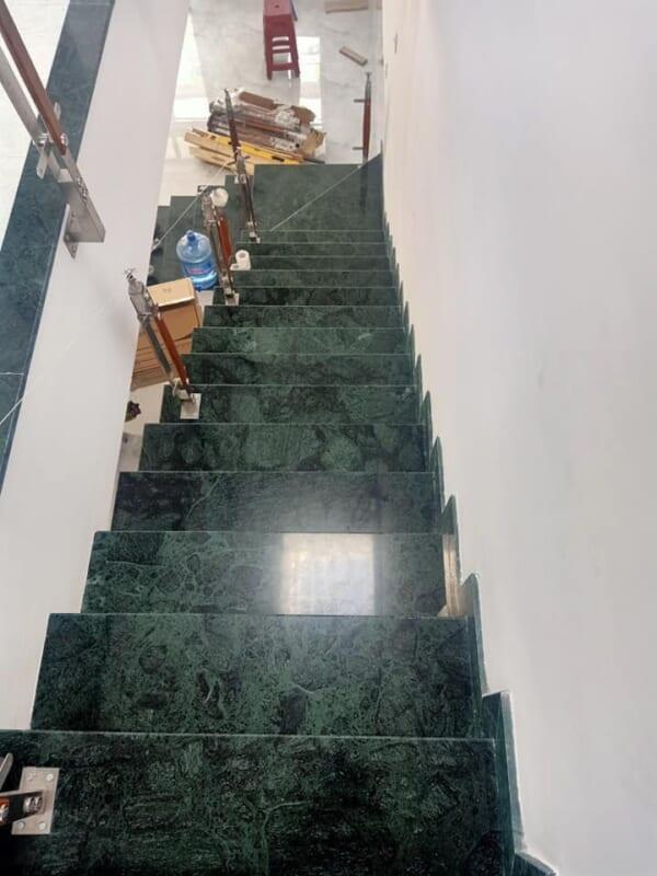 đá xanh vỏ dưa ốp cầu thang 1