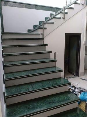 đá xanh vỏ dưa ốp cầu thang 2