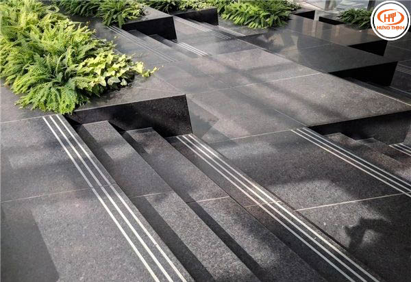 Đá angola black ốp bậc cầu thang 1