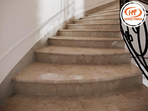 Đá ốp cầu thang 2